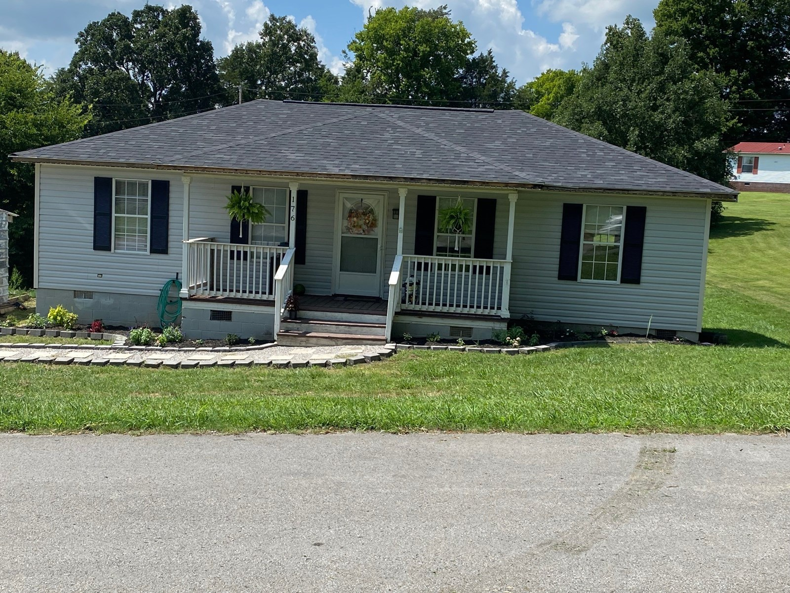 Remodeled Country Home, Summer Shade KY 3 Bedroom 2 bath