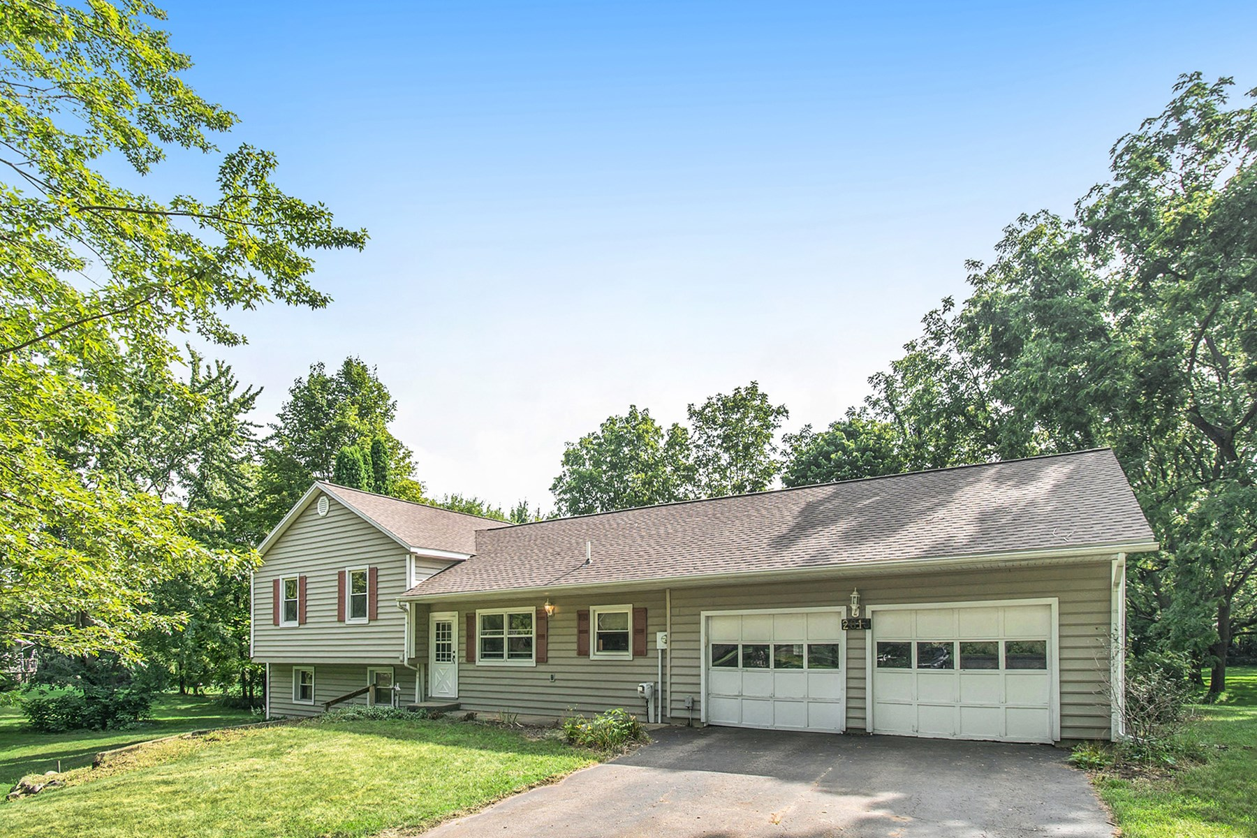 Country Home W/ Acreage For Sale in Galesburg, MI!