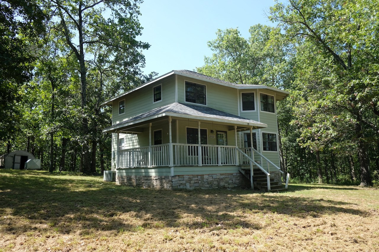 Country Home for Sale in Howell County, MO!