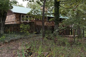 ARKANSAS OZARKS COUNTRY HOME ON ACREAGE FOR SALE