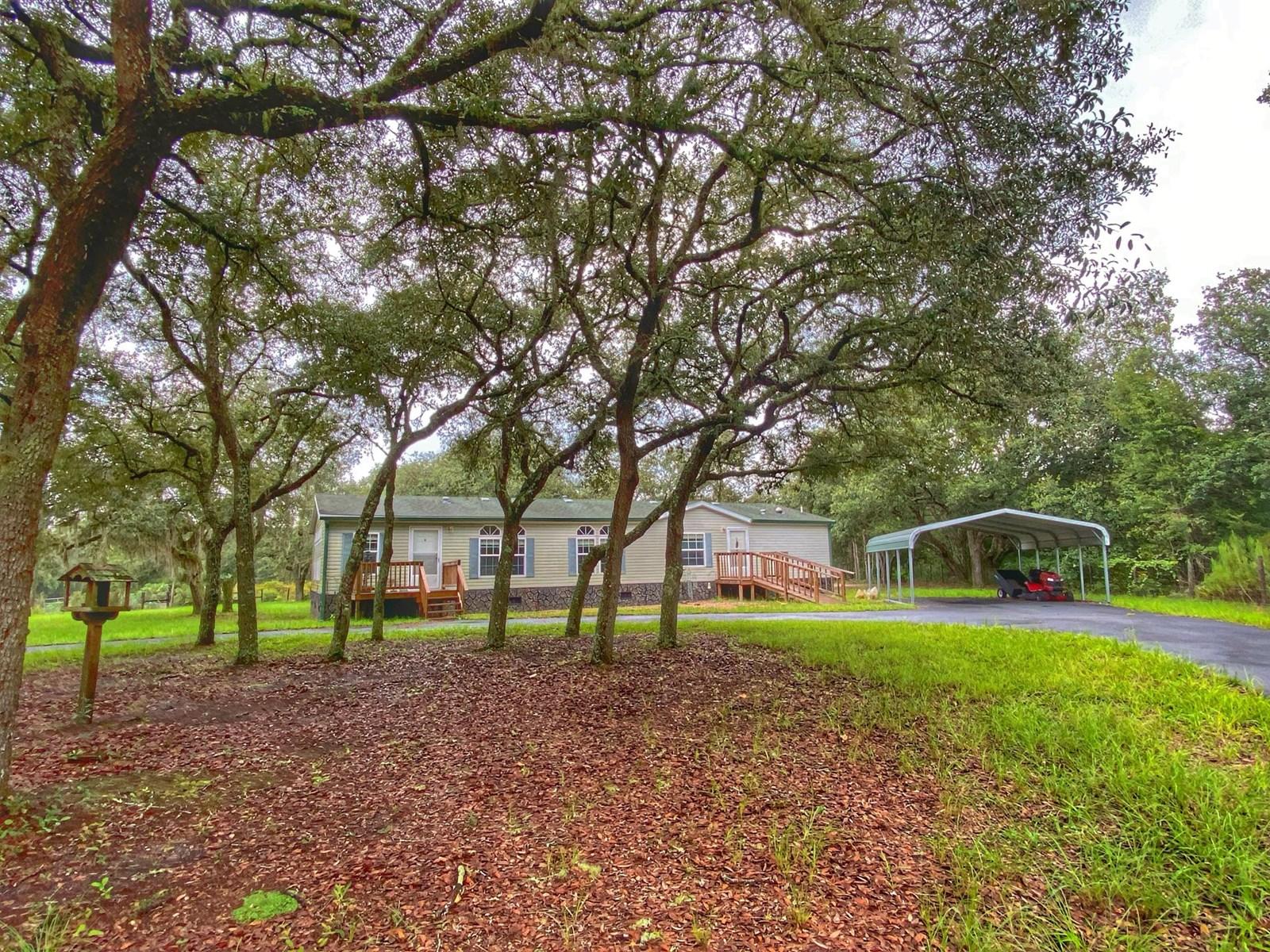 BEAUTIFUL HOME IN BRONSON FLORIDA!