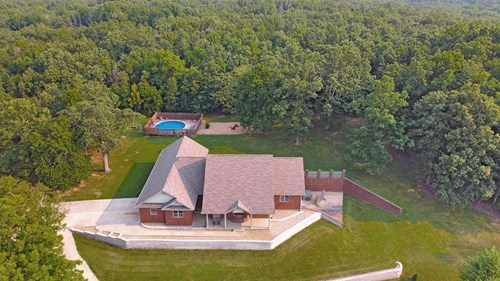 Beautiful Home Close to Town!