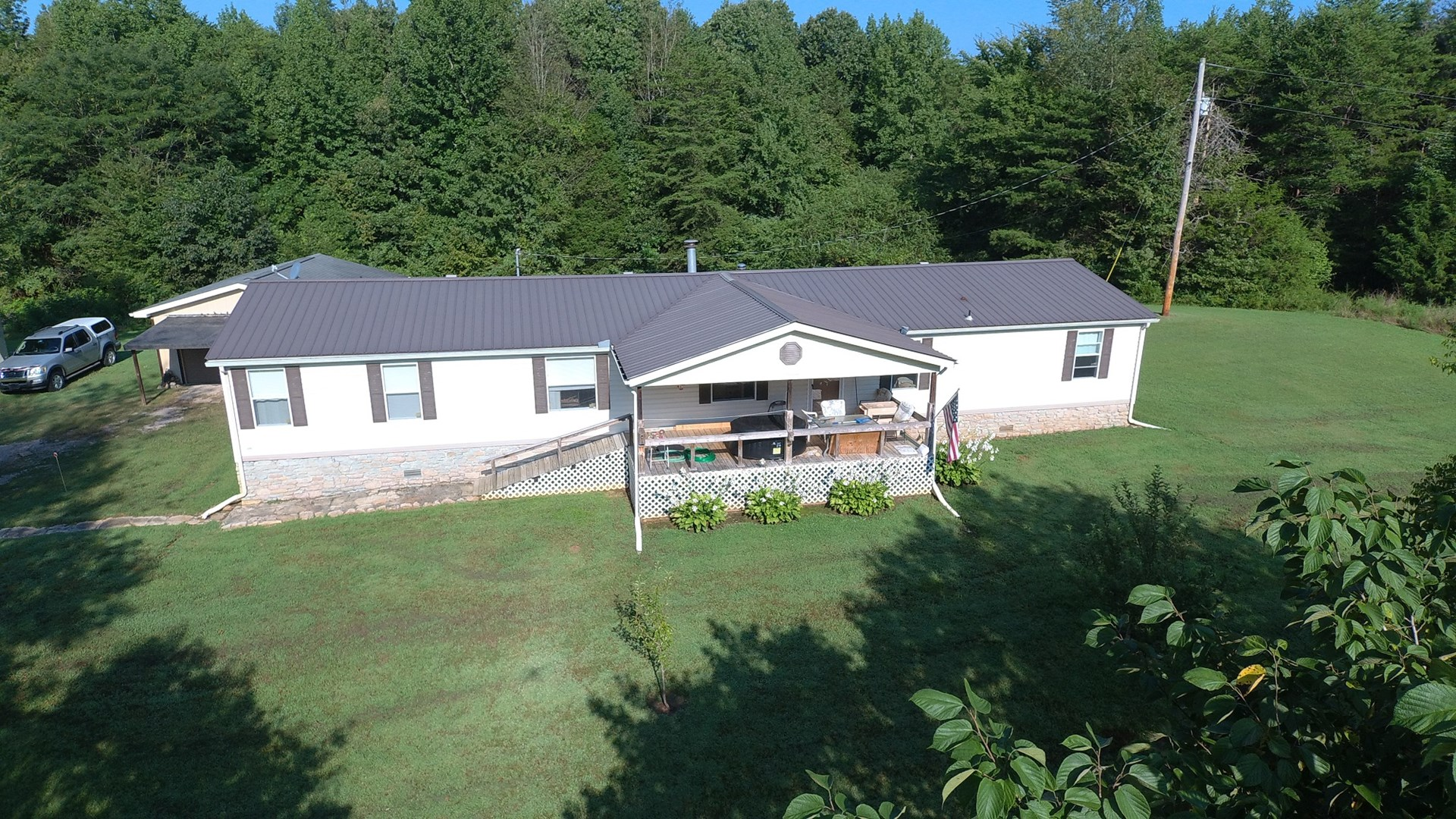 HOME NEAR TN RIVER,  FOR SALE IN WAYNE COUNTY