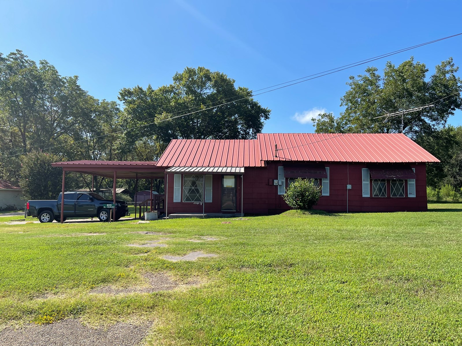 Historic Country Home  With Sunroom in Omaha, TX For Sale!