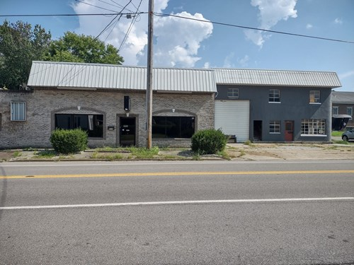 Commercial Buildings & Lot for Sale in Hampshire, Tennessee.