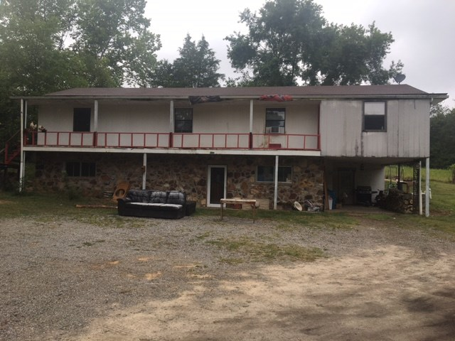 LARGE HOME IN GOOD LOCATION WITH ROOM FOR SMALL ANIMALS