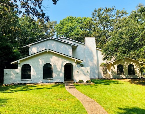 SPACIOUS 2 STORY HOME FOR SALE IN PALESTINE TX