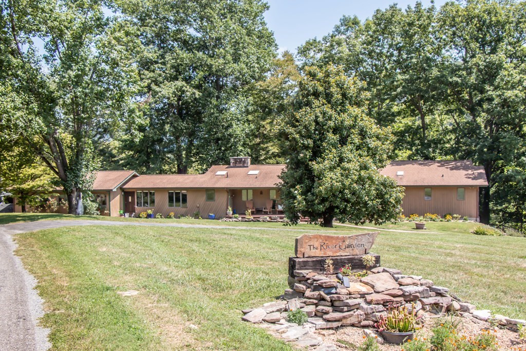 Stunning Riverfront Home for Sale in Abingdon VA!