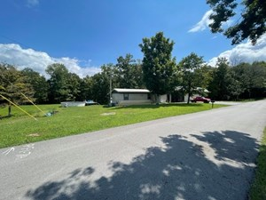 HOME ON 5.5+/ ACRES NEAR DALE HOLLOW LAKE IN BURKESVILLE KY