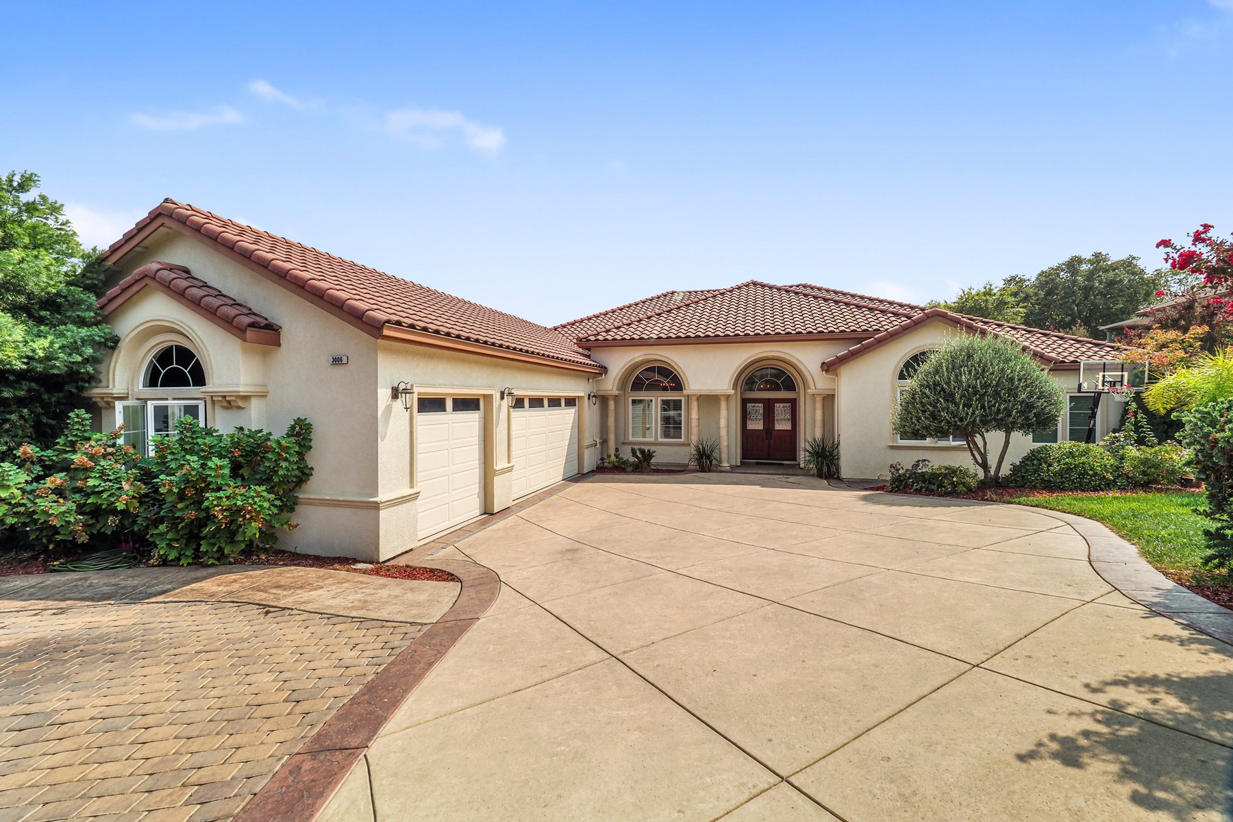 Executive Home for Sale in Vacaville, CA - Single Story