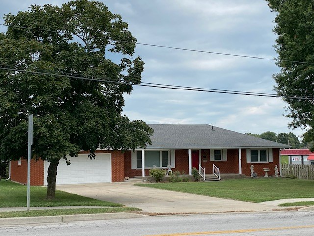 CAMERON MO CLASSIC RANCH HOME FOR SALE