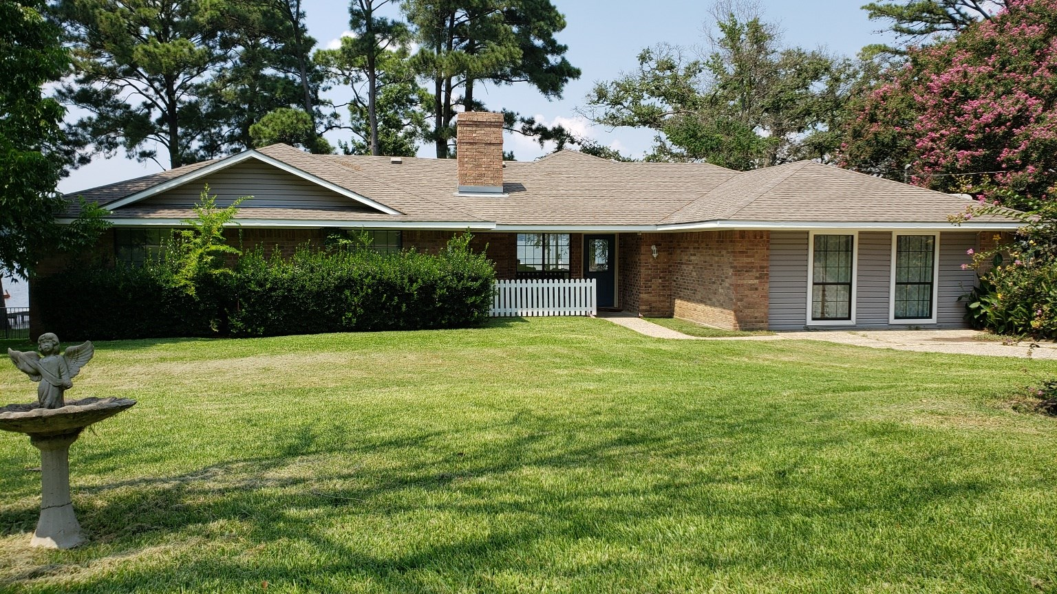 WATERFRONT VACATION HOME FOR SALE ON LAKE PALESTINE, EAST TX