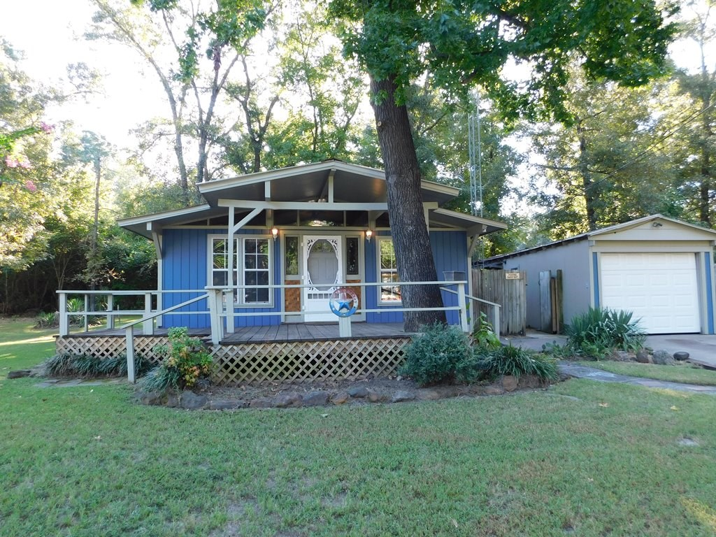 CHARMING COTTAGE FOR SALE IN LAKE PALESTINE COMMUNITY