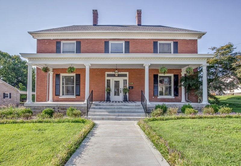 4 bedroom 3 bath historic home for sale in Franklin, Ky.