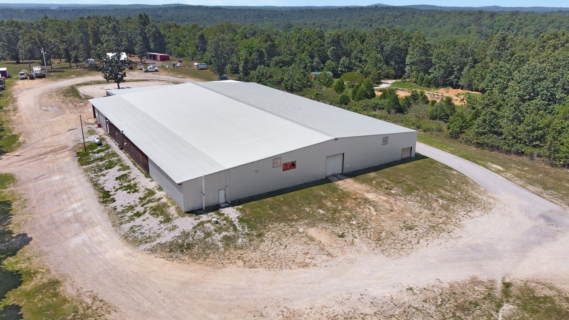 Arena, Home and 11 Acres for Sale in Mountain View, MO,.