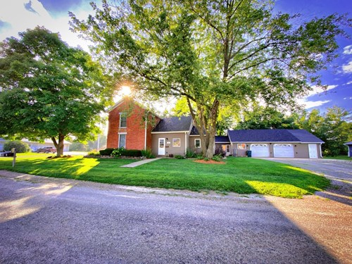 Home with Large Garage For Sale in IA