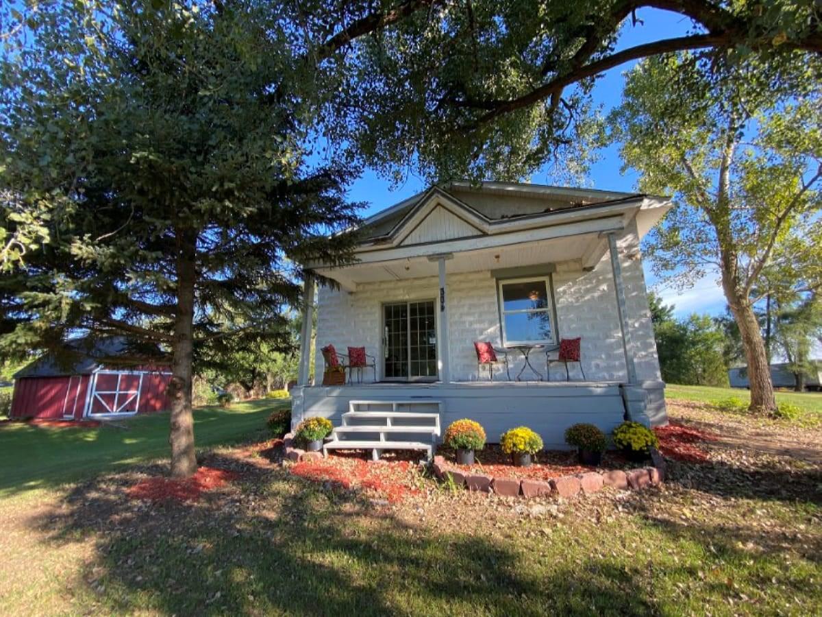 5 Acre Rural Village of Endeavor Online Only Real Estate