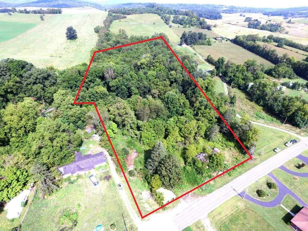 11 acre wooded parcel near New River in Austinville, VA