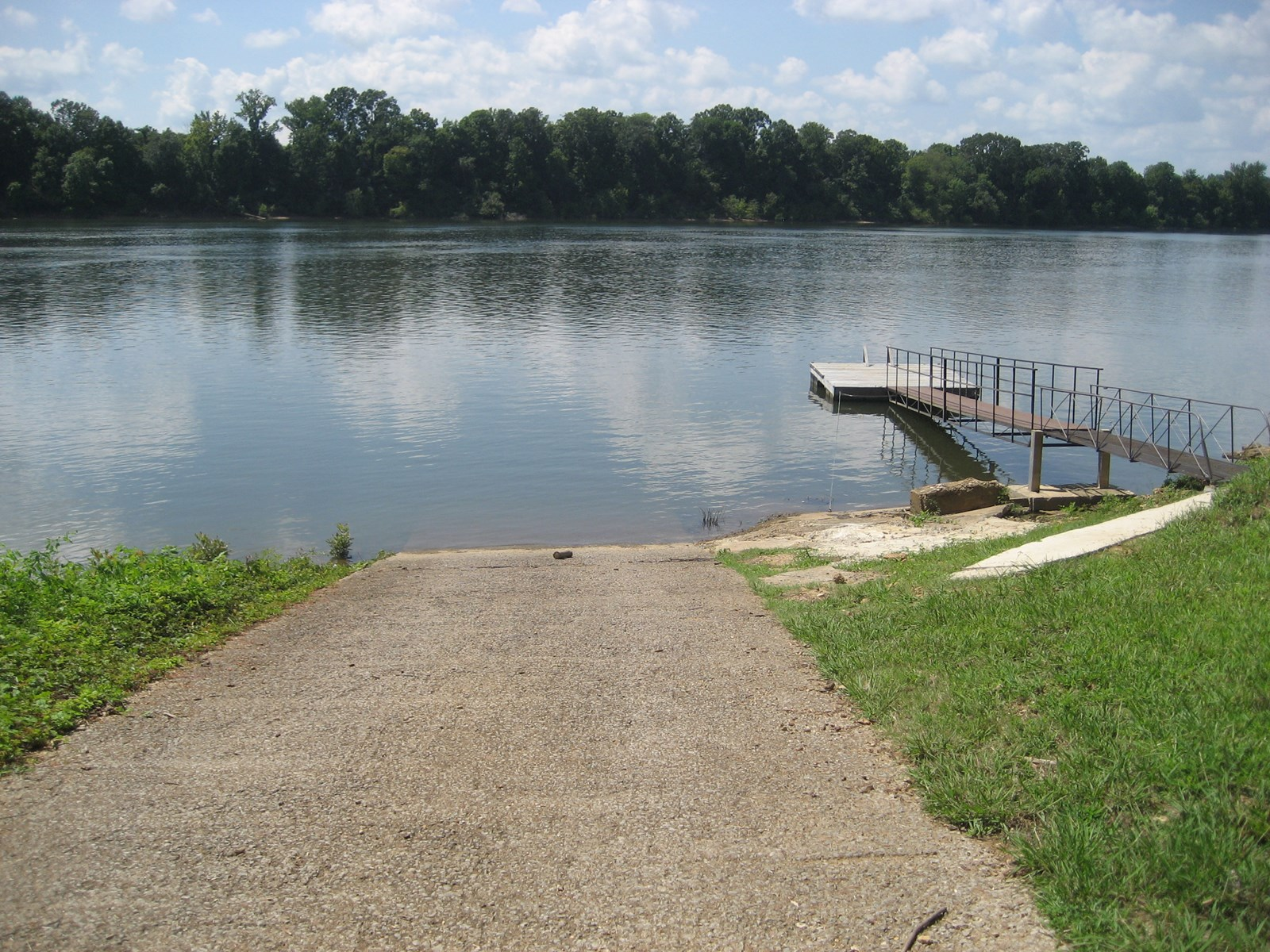 TN RIVER FRONT HOME FOR SALE NEAR FISHING & BOATING