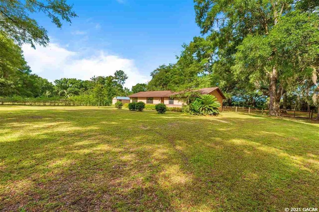 COUNTRY HOME IN BROOKER FLORIDA!