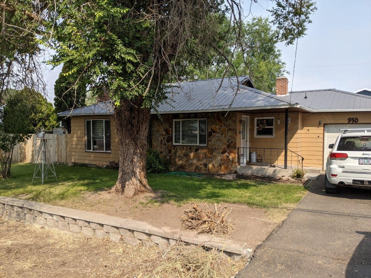 Cute little home with lots of amenities in Burns, Oregon