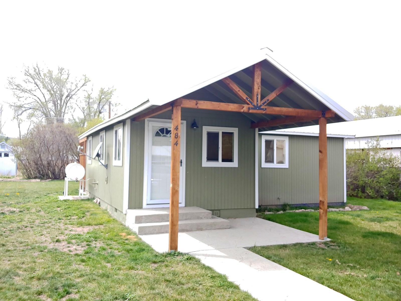 Quaint 2 Bedroom Home on Fairview Ave in Burns, Oregon