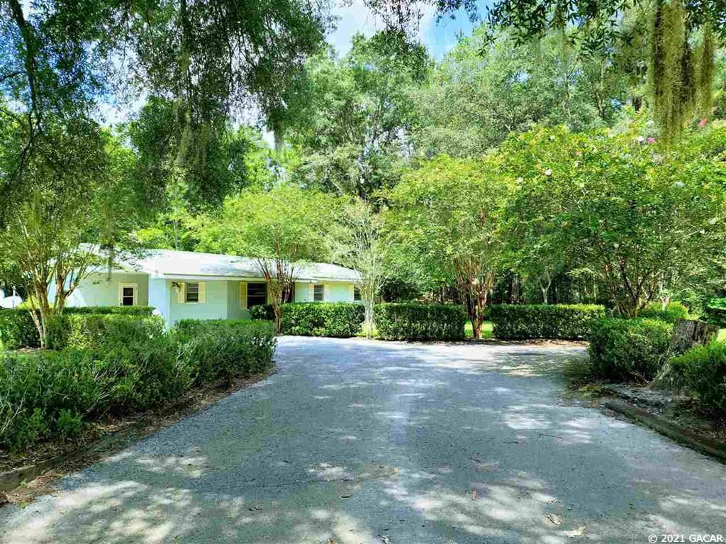 COUNTRY LIVING IN BEAUTIFUL CHIEFLAND FL!