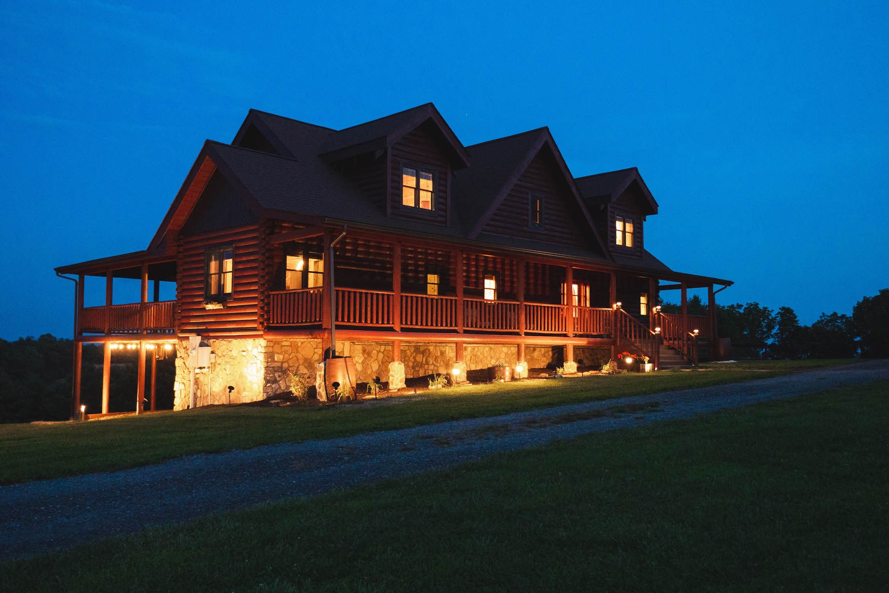 Gorgeous Log Home and Land for Sale in Indian Valley VA!