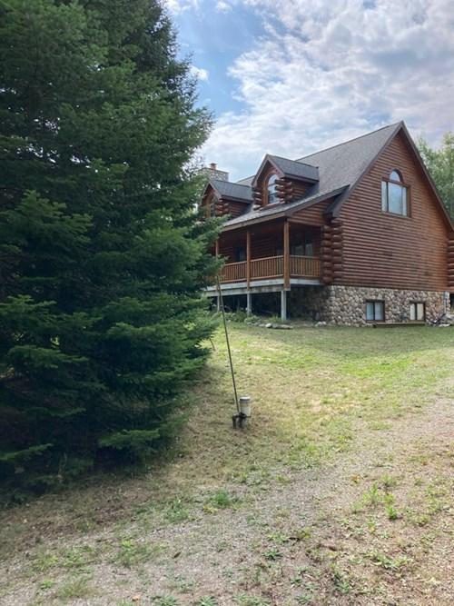Beautiful Log Home in Northern Michigan