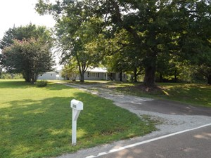 COZY TENNESSEE COUNTRY HOME ON 62 AC. NEAR BUFFALO RIVER!