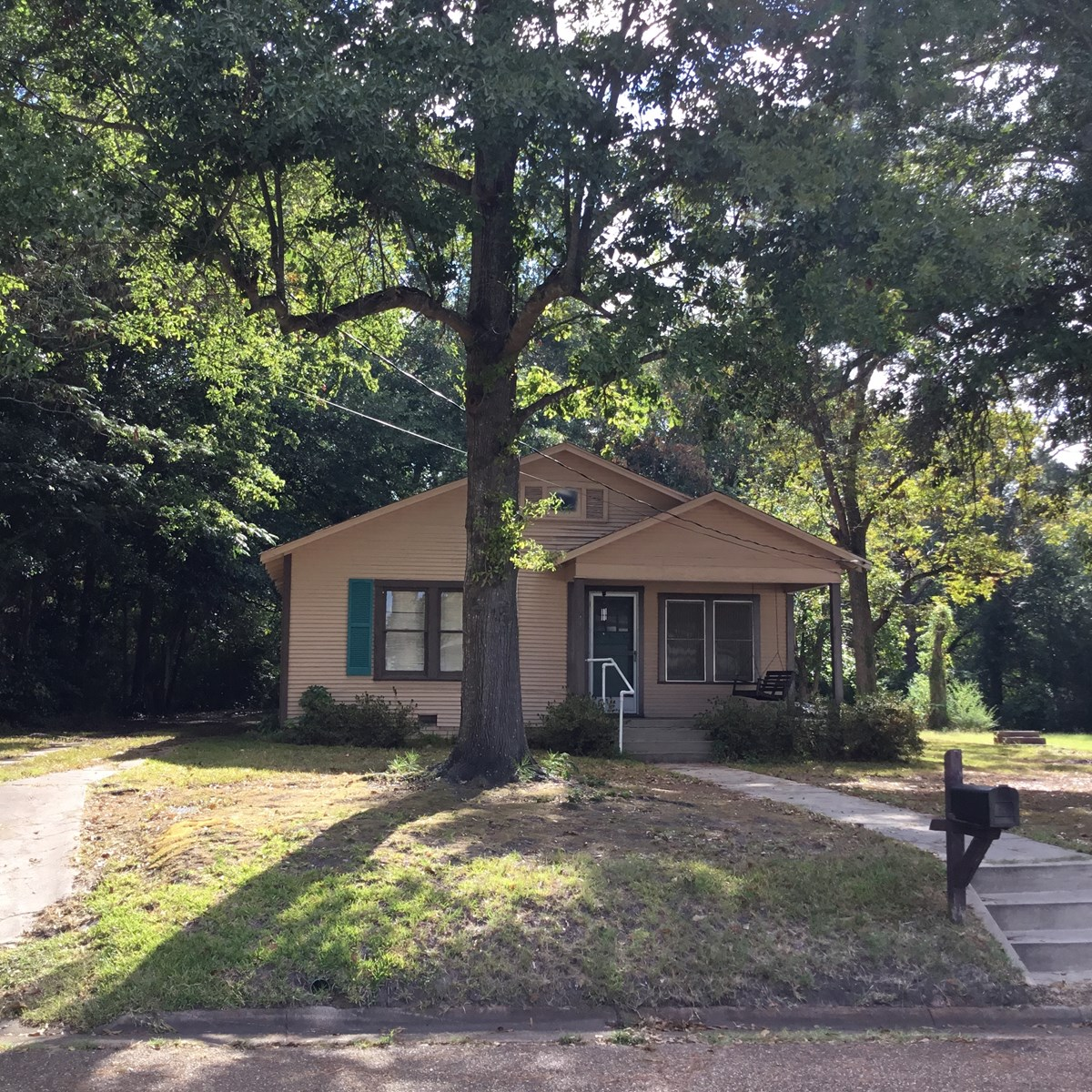 Cute Bungalow in Old Town Gilmer Texas For Sale