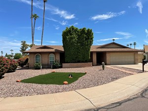 TEMPE, ARIZONA HOME WITH POOL ON HUGE LOT FOR SALE!