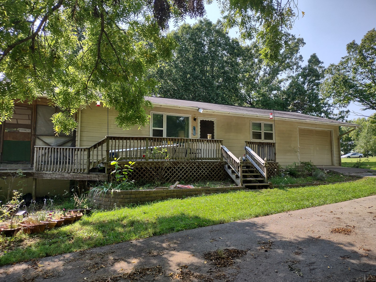 Country Home for sale in St Robert, Mo.