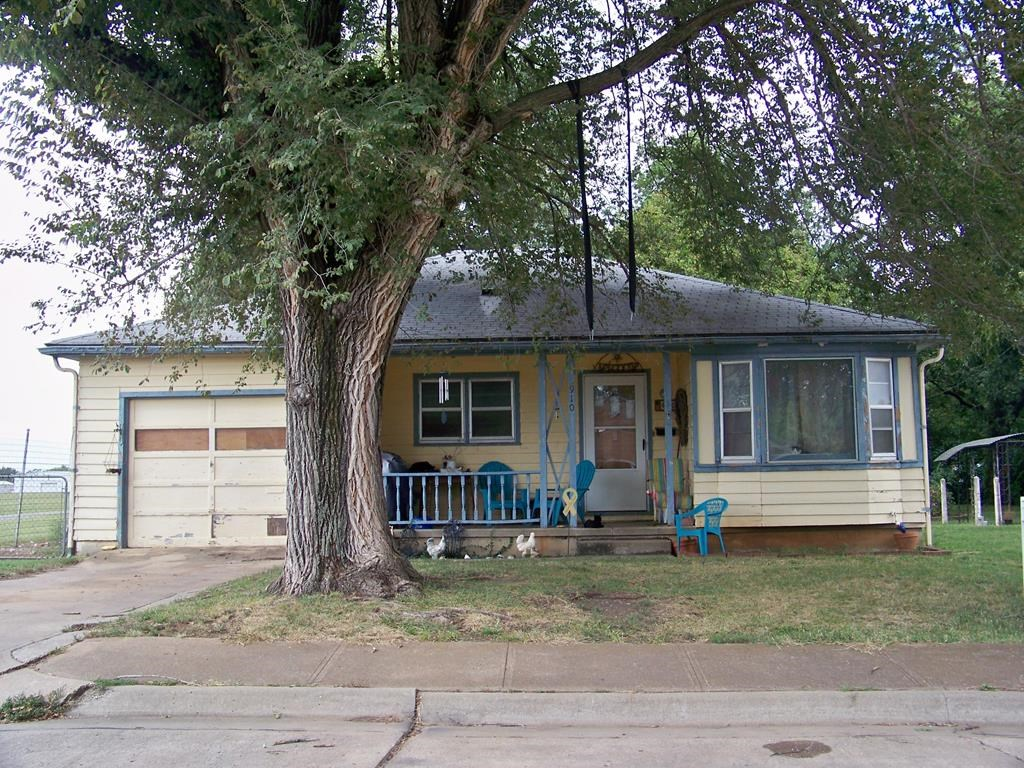 Home For Sale In Chanute, KS
