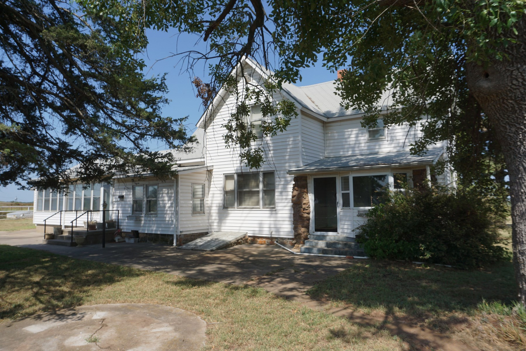 Pawnee, OK. No Reserve Auction Home on 3 acres +/- Oct 3
