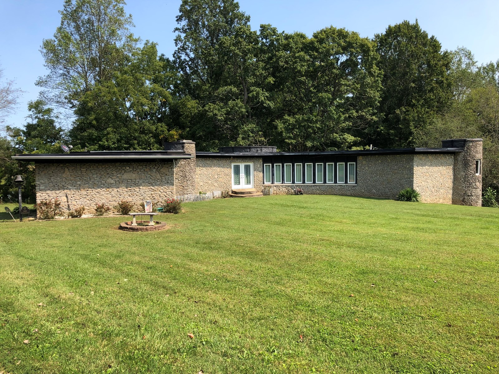Country home for sale in Kentucky on over 5 acres of land
