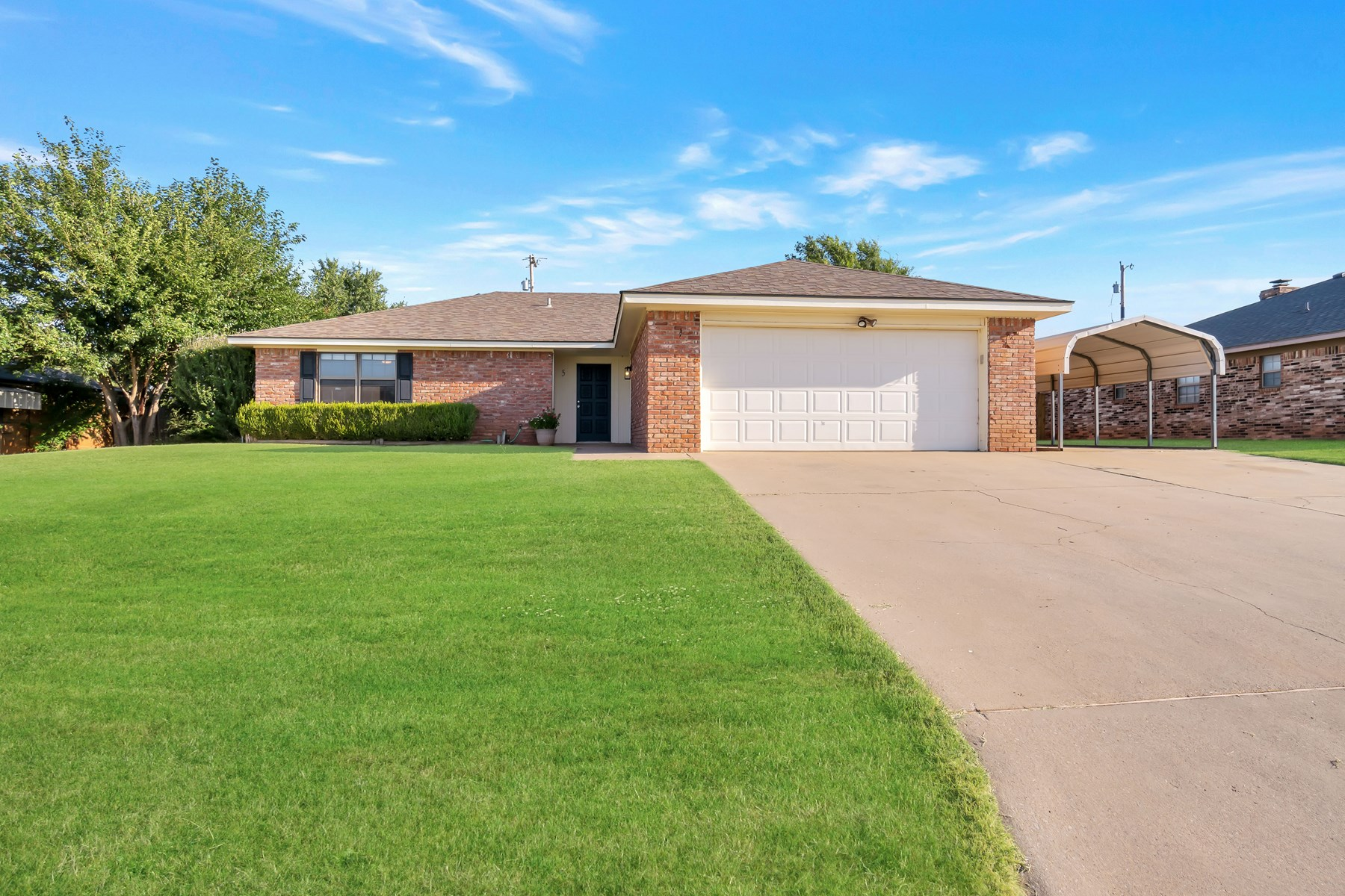 3 BEDROOM HOUSE FOR SALE IN SAYRE, OKLAHOMA