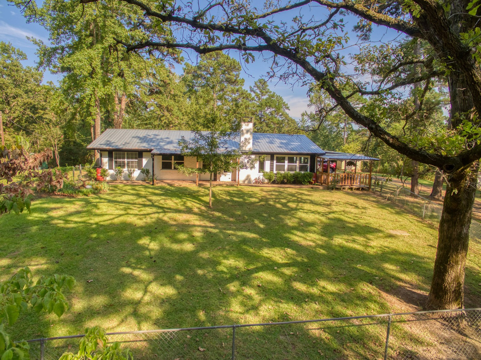 UPDATED COUNTRY HOME FOR SALE IN EAST TEXAS PINEY WOODS