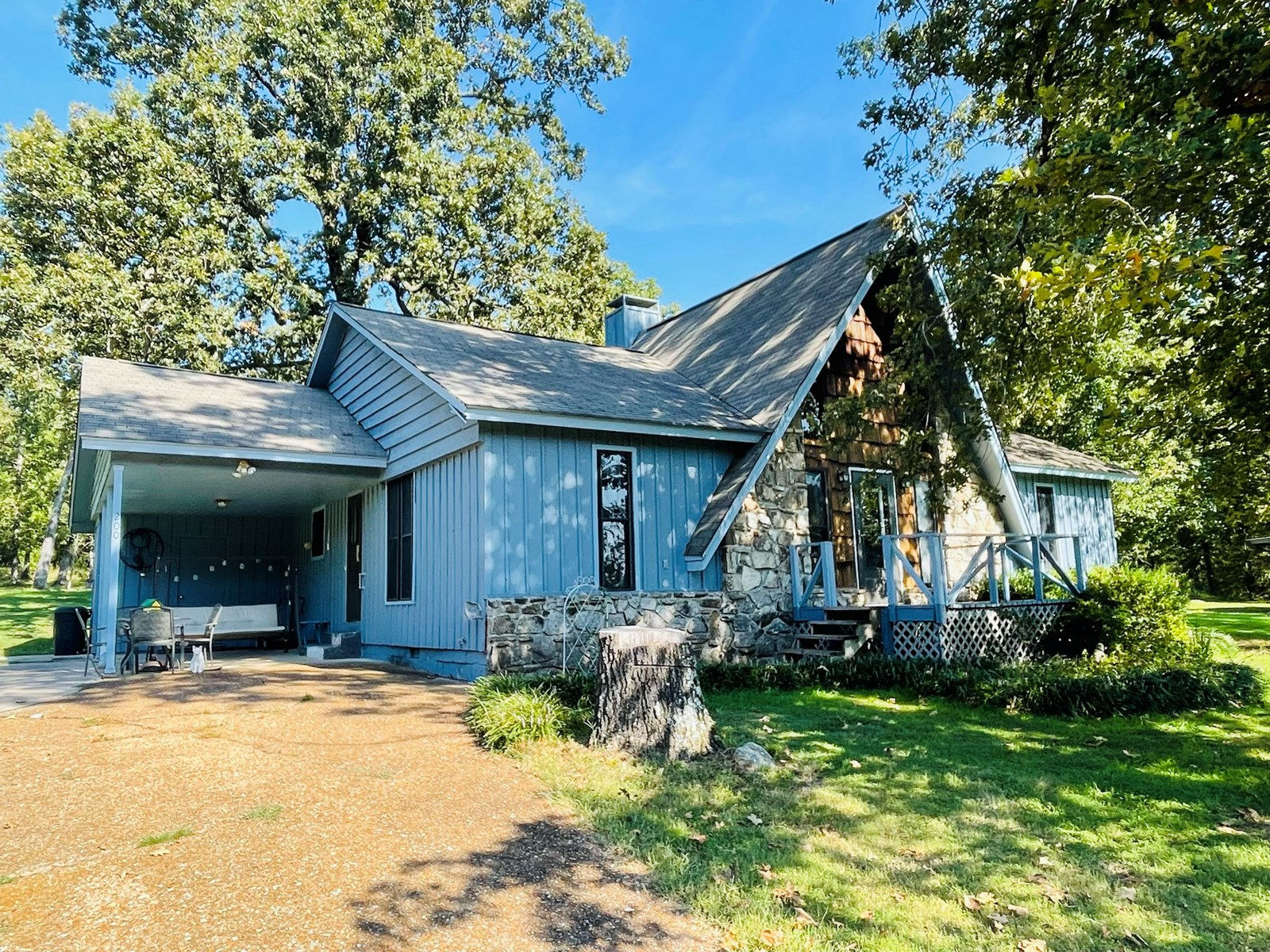 HOME WITH ACREAGE NEAR CROWN LAKE IN NORTH CENTRAL ARKANSAS!