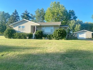 HOME FOR SALE WITH LARGE YARD IN MOUNT AYR IOWA