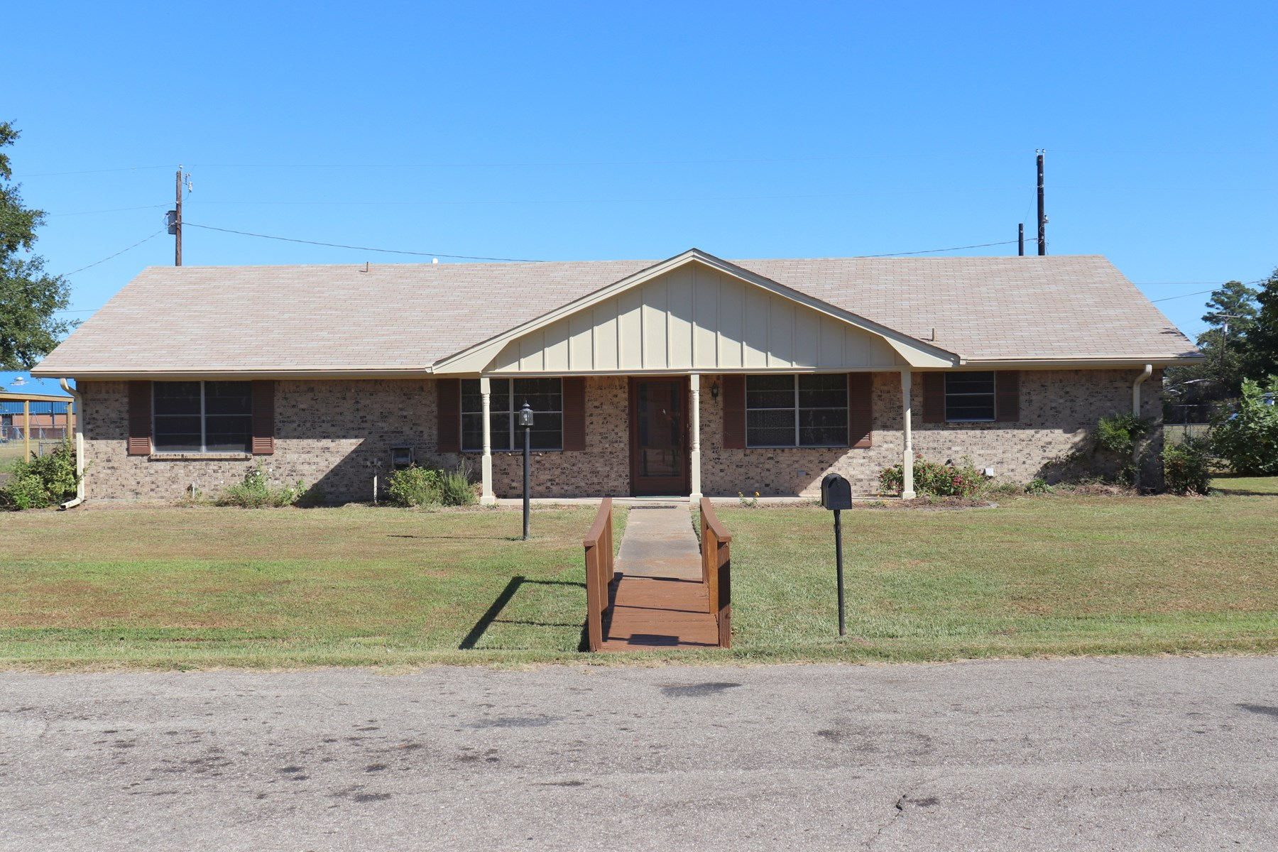 3/2/1 BRICK QUITMAN, WOOD COUNTY, TEXAS - MOVE IN READY!