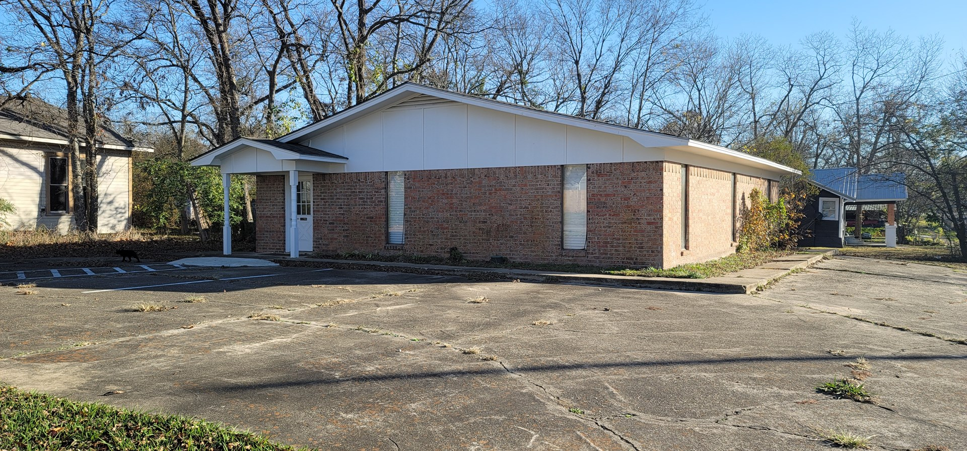 Commercial Building For Sale In Clarksville Texas