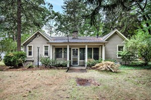 WOODED COUNTRY COTTAGE HOME FOR SALE IN PULLMAN, MI!