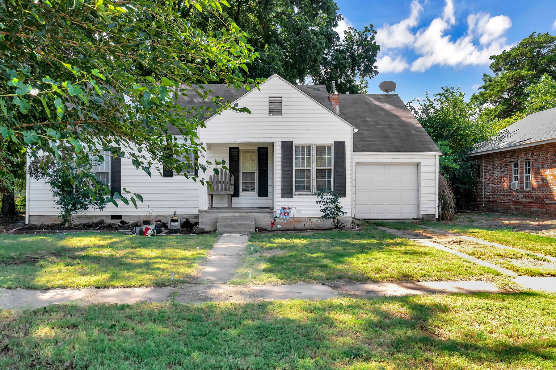 1 1/2 STORY HOME FOR SALE IN Elk City, Oklahoma