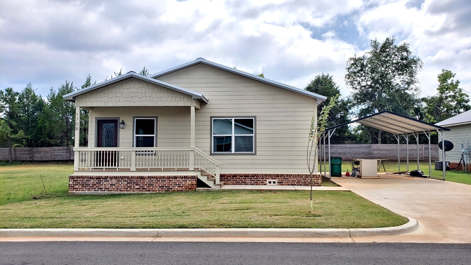 CHARMING NEW HOME FOR SALE ON IN PALESTINE TX
