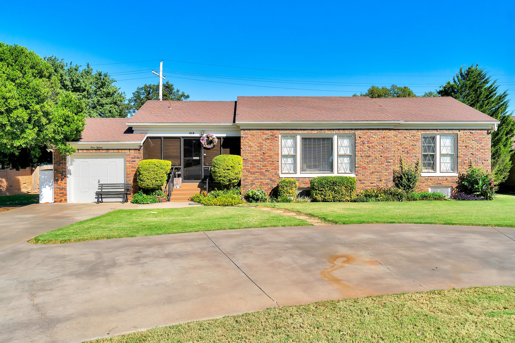 HOME FOR SALE IN WESTERN OKLAHOMA