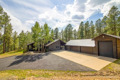 Luxurious Secluded Country Home For Sale in Bayfield, CO!