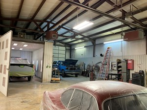 AUTO BODY REPAIR SHOP ON HIGH TRAFFIC HIGHWAY IN SOUTHERN MO