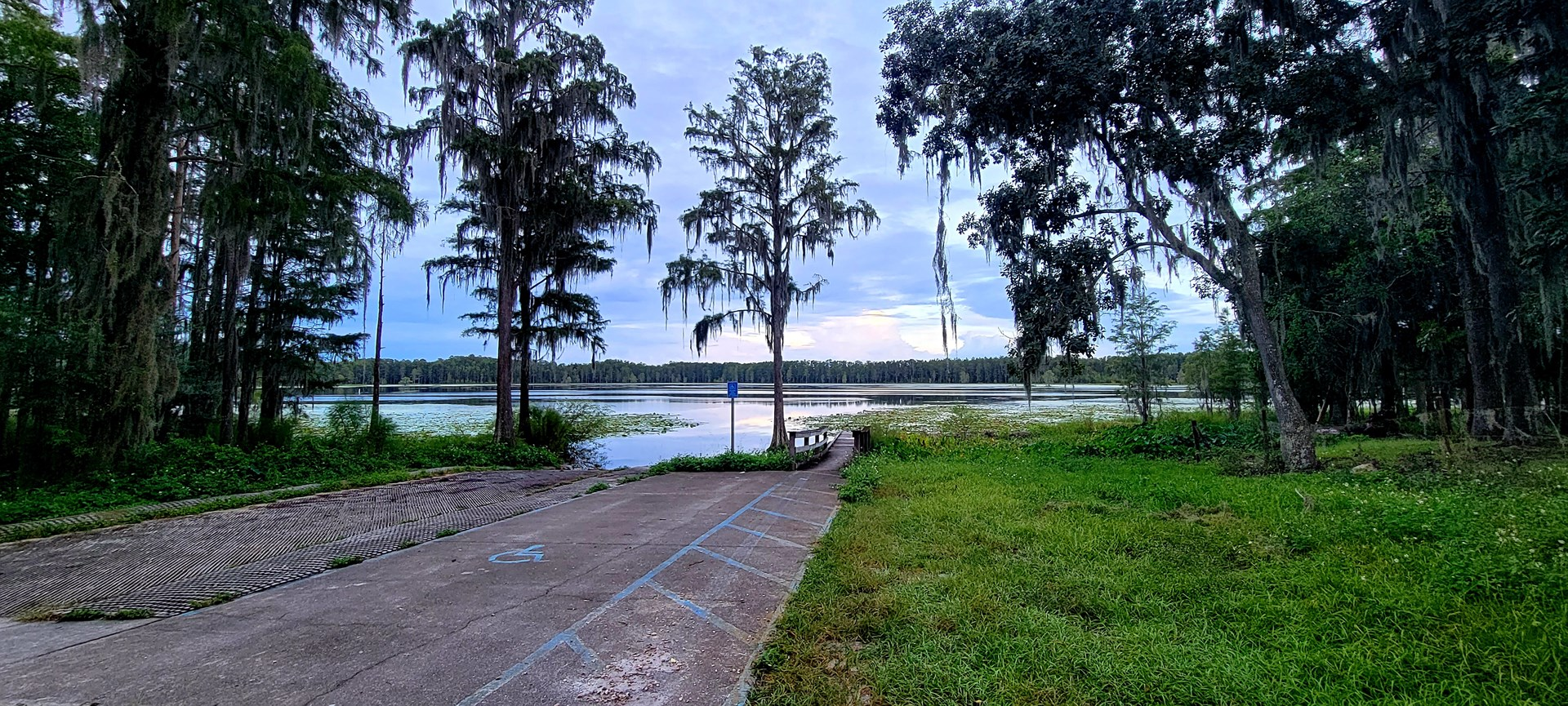 BREATHTAKING LAKE FRONT 7 AC PROPERTY FOR ONLY $105,000!