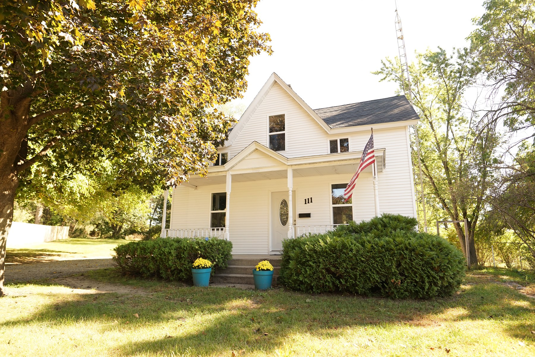 Updated 4 bedroom 2 story home in Portage WI